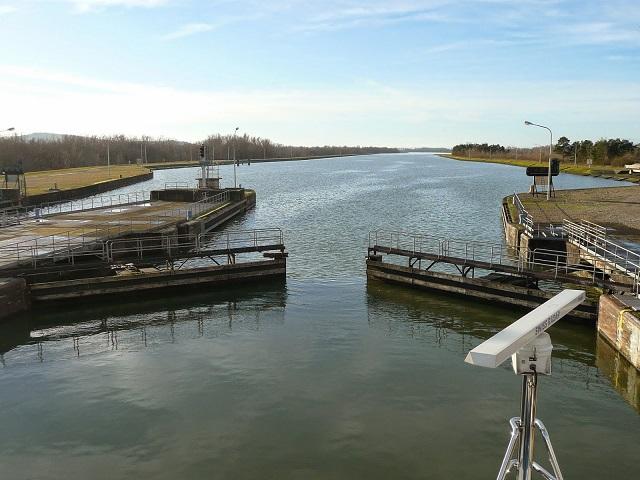 river lock gates opening